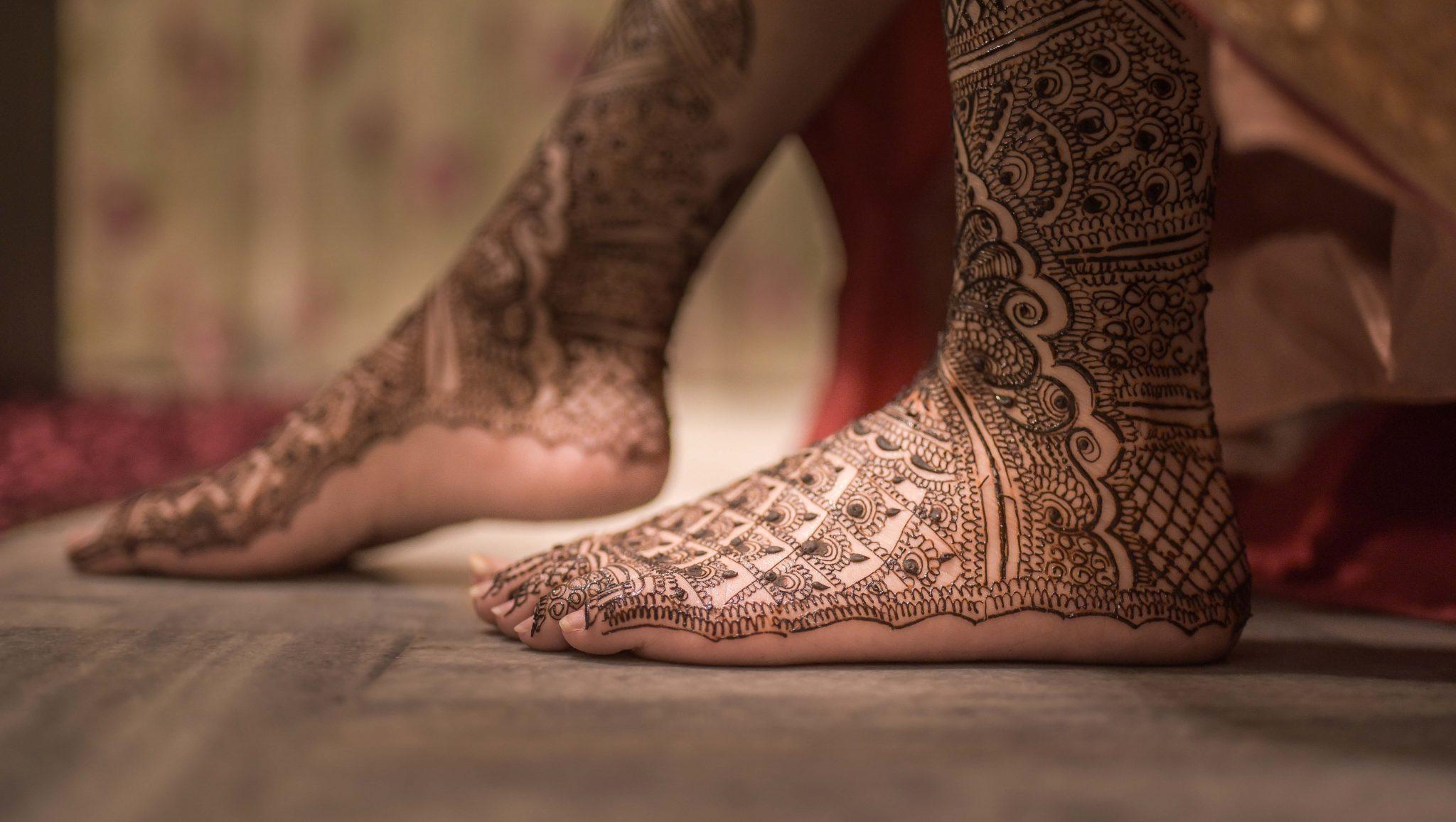 Mehndi Ankle Instagram : Karanveer & annie rollingarcs top wedding photographer delhi